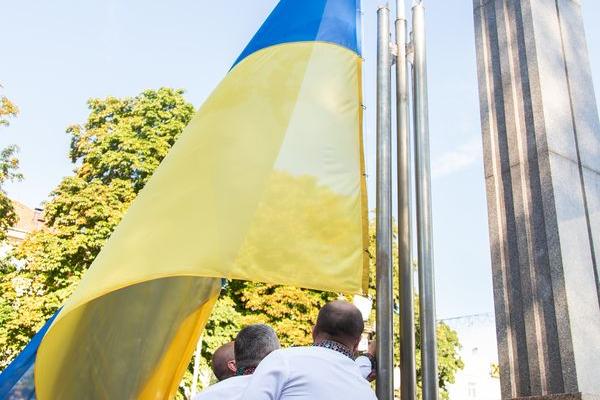 У Тернополі відбулася урочиста церемонія освячення та підняття Державного Прапора України