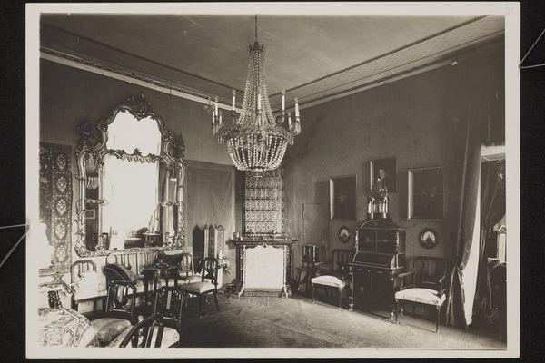 Палац в Гримайлові на ретро фото