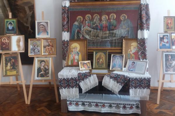 Тернополянка представила колекцію копій чудотворних ікон України та світу