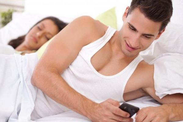 10 несподіваних сигналів про те, що у вашого чоловіка є ще якась жінка, крім вас