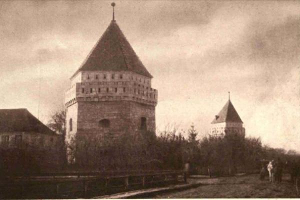 Скалатський замок на столітніх фото