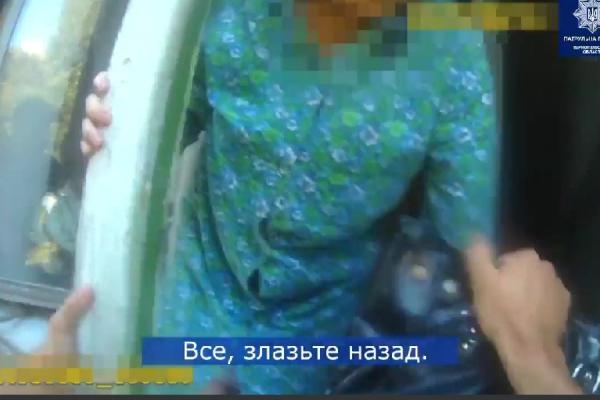 У Тернополі пенсіонерка намагалася «вийти» із квартири через вікно (Відео)