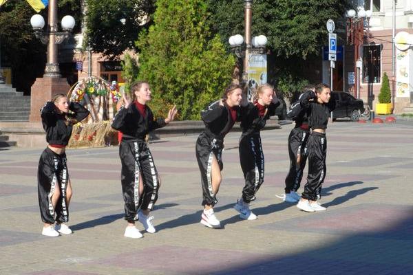 Танець 104 дітей зафіксували у «Національному реєстрі рекордів України»