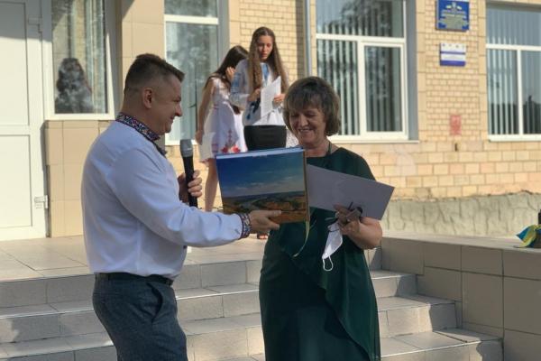 Більче-Золотецький навчально-виховний комплекс отримав сертифікат на новий харчоблок для шкільної їдальні
