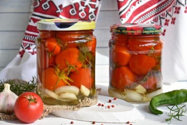Гострі помідори на зиму: смачна консервація