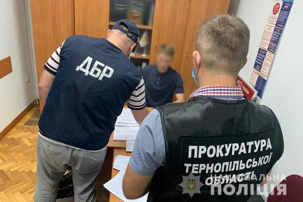 Шістьох високопосадовців з Тернопільщини підозрюють у розтраті конфіскованого спирту та алкогольних напоїв