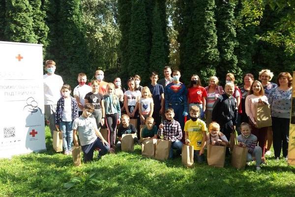 Діти з Великих Бірок разом з Червоним Хрестом відзначили Міжнародний день благодійності