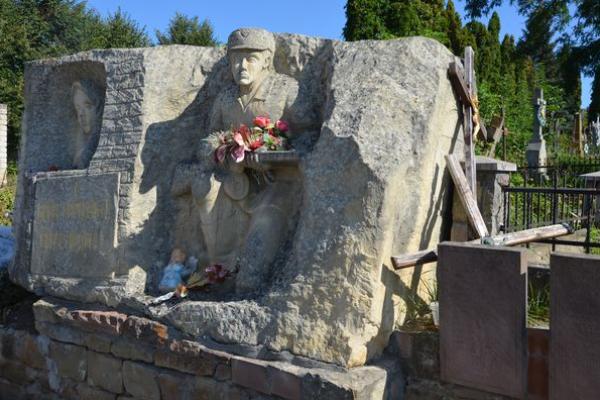 Меморіальний комплекс воїнів ОУН – УПА в Теребовлі, що на Тернопільщині,  перетворився в сміттєзвалище внаслідок бездіяльності міської влади