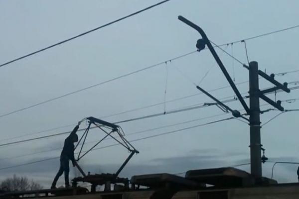 Вразило струмом на даху електрички: На Тернопільщині хлопець отримав 75% опіків тіла