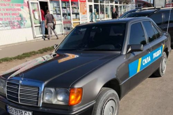 У Тернополі порушив правила дорожнього руху автомобіль з партійною символікою