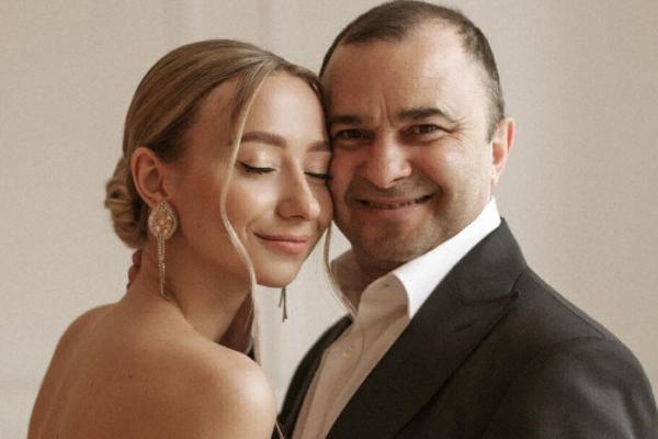 Молода дружина Віктора Павліка скасувала їхнє весілля
