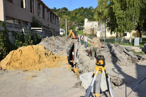 Приватні будинки у Чорткові під'єднають до каналізаційної системи міста