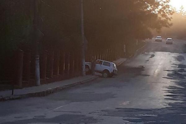ДТП у центрі Чорткова – автомобіль врізався у стовп