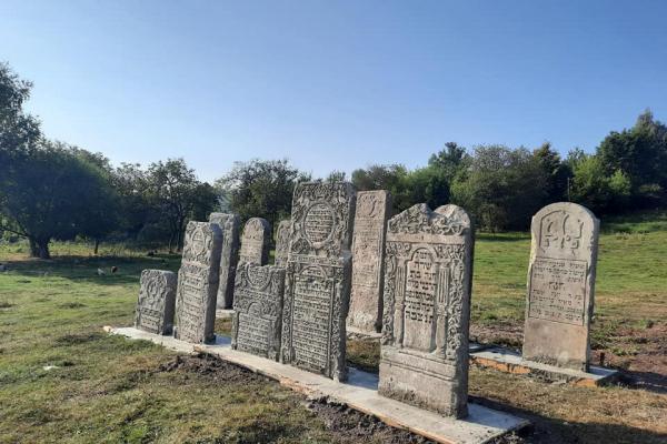 На Тернопільщині з'явилася нова туристична локація — єврейське кладовище