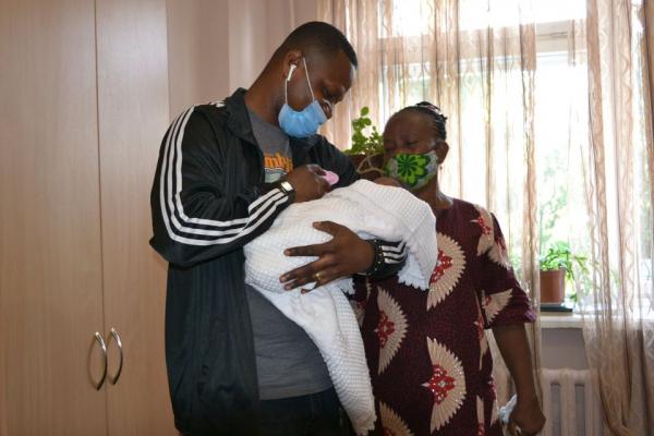 «Мати померла після пологів з діагнозом COVID-19»: батько забрав дитину з Тернопільської обласна дитячої лікарні
