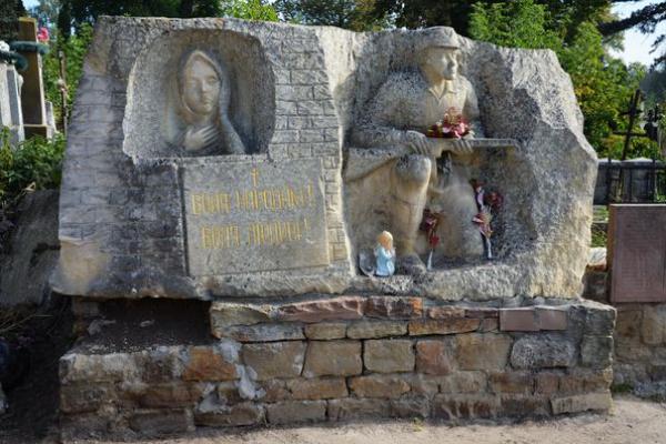 В Теребовлі, що на Тернопільщині, меморіал героям України почав набирати Божого вигляду