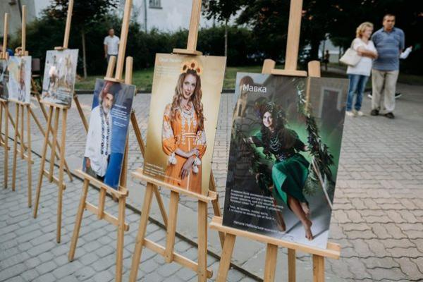 Тернополян вразила патріотична фотовиставка «Я - Україна»