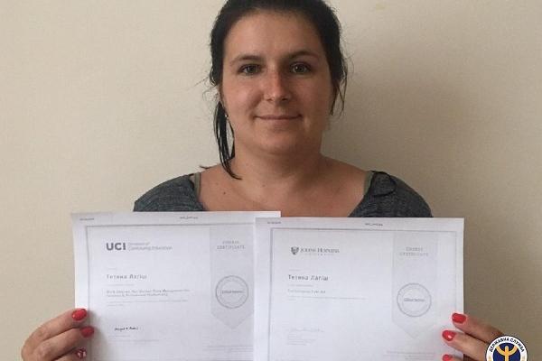 Мама двох підлітків зі Збаража, не виходячи з дому, пройшла безоплатні курси від кращих університетів світу