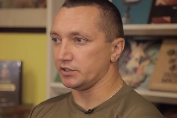 З пером і автоматом: Михайло Ухман про власну історію Майдану, війни та боротьбу за Україну