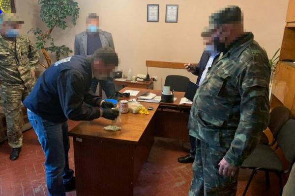 На Тернопільщині охоронець тюрми торгував наркотиками