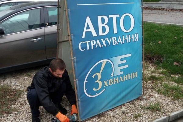 У Тернополі продовжують демонтувати незаконно встановлені рекламні конструкції
