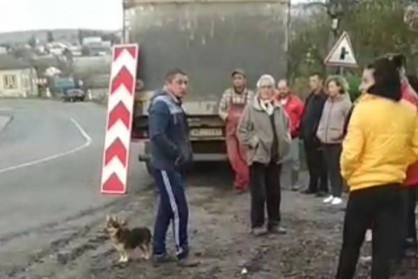 У місті на Тернопільщині вантажівка ледь не заїхала у житловий будинок (Відео)