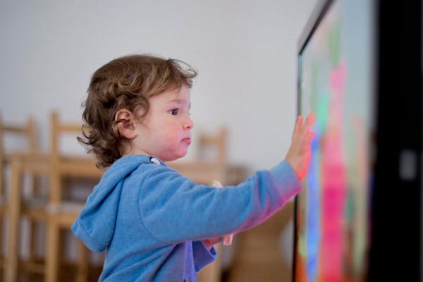 Діти та мультфільми: що батьки можуть вмикати малечі