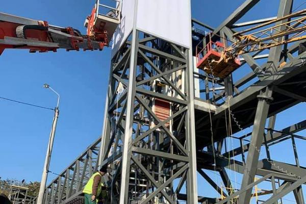Тернопіль: триває будівництво надземного пішохідного моста