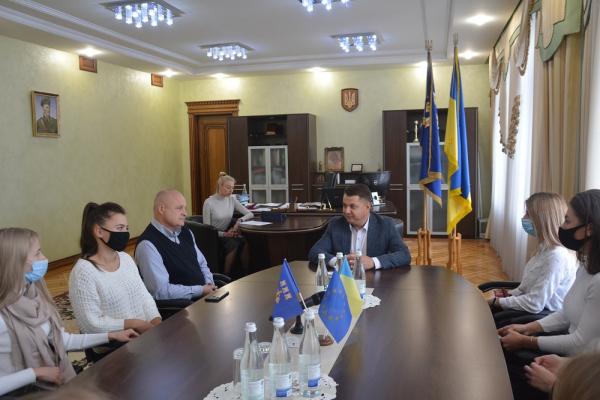 Віктор Овчарук нагородив тернопільських регбісток, які стали чемпіонами України