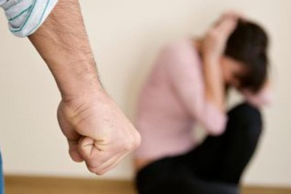 На Тернопільщині чоловік побив дружину: стан жінки важкий