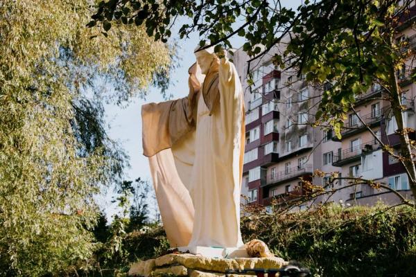 У Тернополі відкрили скульптуру «Вознесіння Господнє»