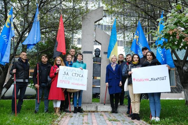 Українська Галицька Партія вийшла на захист книги про Василя Стуса (Відео)