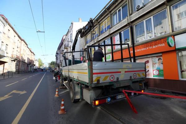 У Тернополі встановлюють нові зупинки