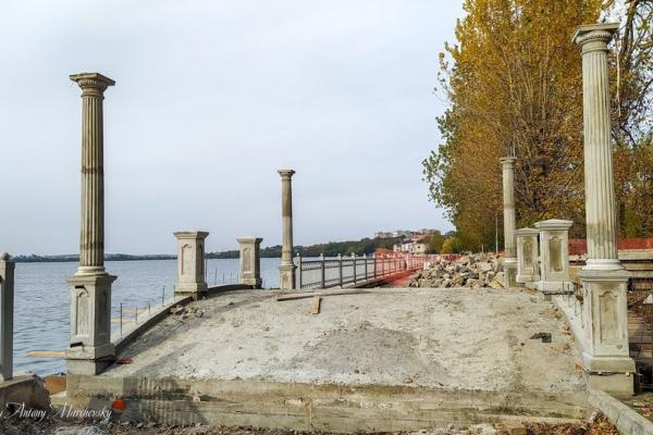 У тернопільському парку облаштовують ще один міст