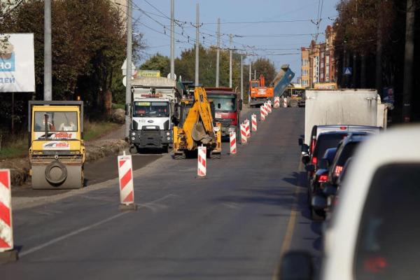 На БАМІ у Тернополі тривають ремонтні роботи: розширюють проїжджу частину