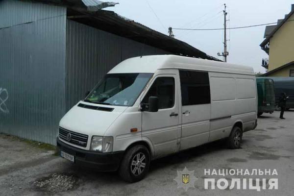 Перебував на підпитку: на Тернопільщині чоловік викрав мікроавтобус