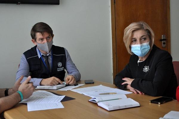 Слідкуватимуть як лікують хворих на коронавірус: до Тернополя приїхали представниками ВООЗ