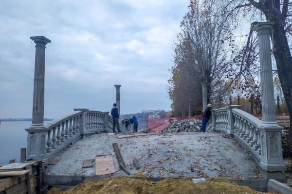 У парку Тернополя триває реконструкція дощового колектора