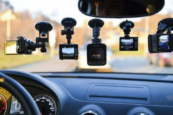 Вибір автолюбителів: експерти назвали найпопулярніший відеореєстратор серед українців