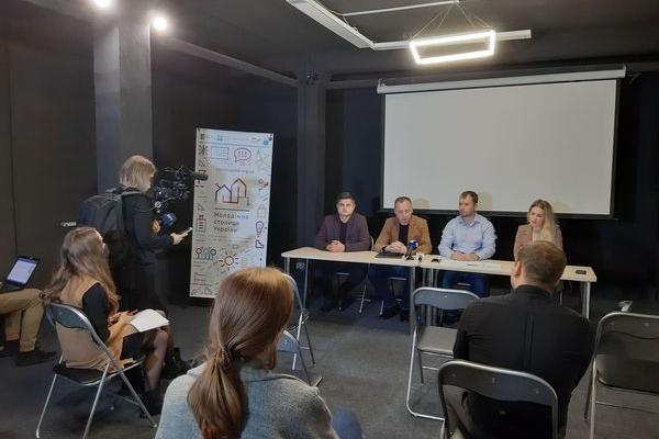 У Тернополі представили новий проєкт «Школа демократичного врядування для молоді»