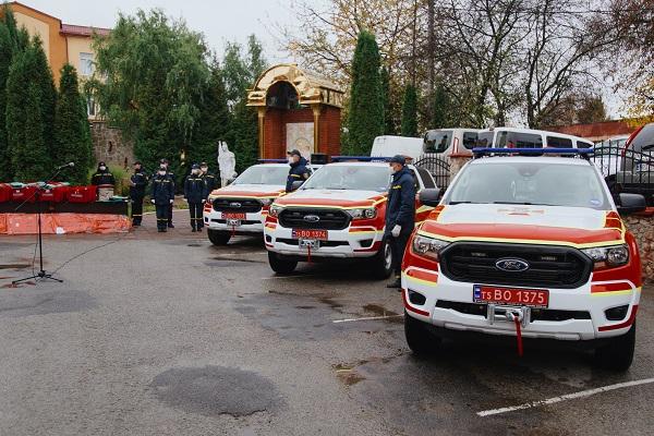 Три райони Тернопільщини отримали спеціально аварійно-рятувальні автомобілі