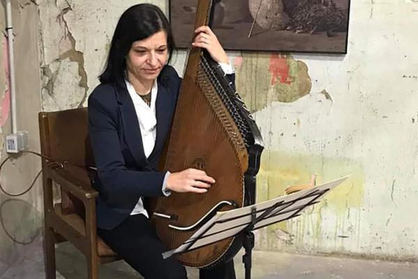 Бандуристка з Тернопільщини відкрила виставку відомого художника