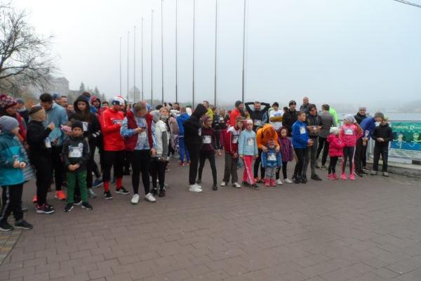 Більше 120 людей у Тернополі протягом двох днів своїм бігом підтримали проєкт «Подаруй світло»