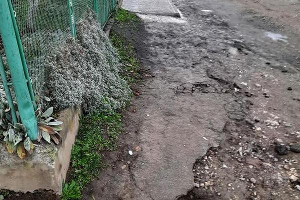 «Недороблений» ремонт дороги у Бережанах обурив місцевих жителів