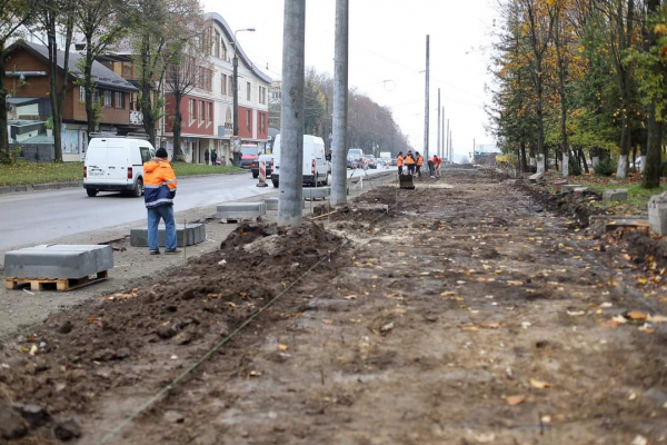 У Тернополі на вулиці Тарнавського продовжують розширювати проїжджу частину