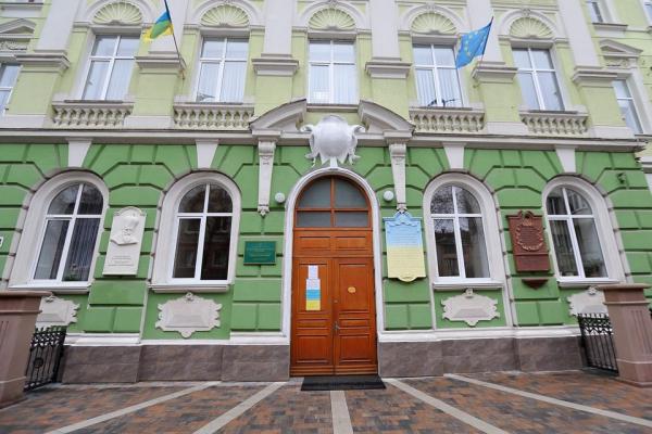 У Тернополі завершили ремонт подвір'я гімназії ім. І. Франка.