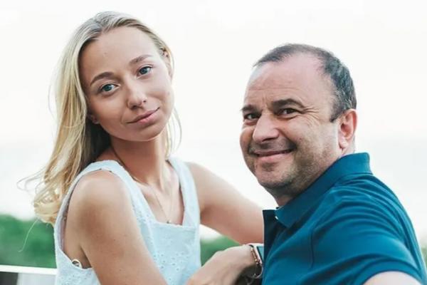 Дружина Павліка поскаржилася на те, що вони втратили роботу через карантин вихідного дня в Україні