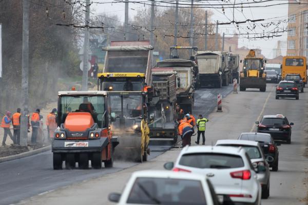 У Тернополі продовжують розширювати проїжджу частини на вул. Генерала Тарнавського