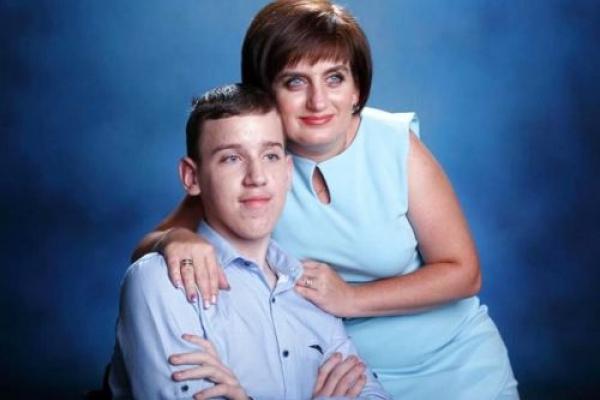 У Тернополі шукають волонтера для допомоги юнаку з інвалідністю (Відео)