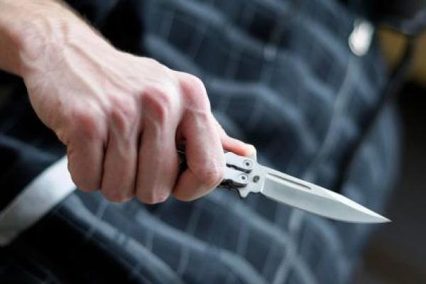Погрожував ножем: 21-річний мешканець Тернопільщини відібрав пенсію у свого сусіда
